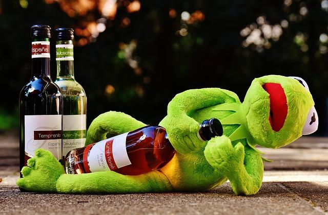 二日酔いはお酒と水との交互飲みでどのくらい防げるのか?