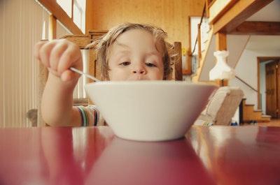 脂質と糖質、ドカ食いした時ヤバいのはどっち?