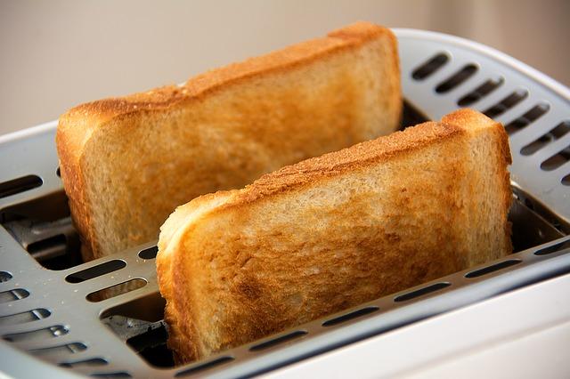 白米VS食パンの満足感の勝負は?