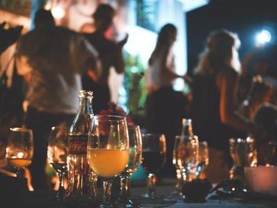 友達やパートナーといると食べる量は変化する?
