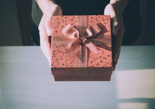"""プレゼントは""""包装する事""""でおいしく感じる!?"""