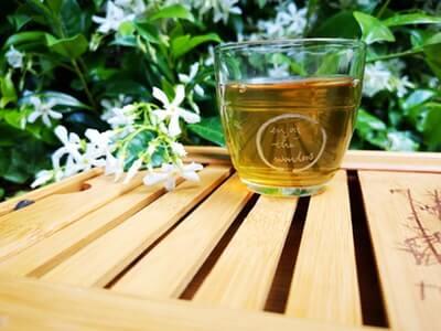 緑茶で肌の紫外線ダメージをケアする